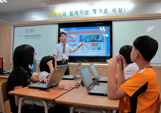 colleges that teach korean I am native korean speaker and i teach korean to people interested in i have teach korean, language exchange experience i teach students responsibly.