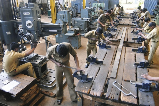 Outmoded Vocational Schools Fail to Teach Skills for India's Booming