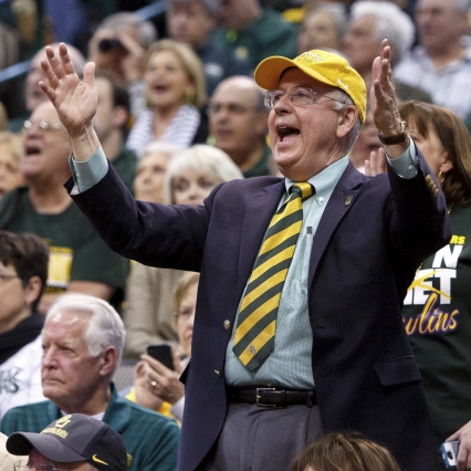 With Ken Starr's Future in Doubt, Baylor Alumni Come to His Defense