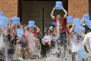 In a Second Go-Around, Response to 'Ice-Bucket Challenge' Is Muted
